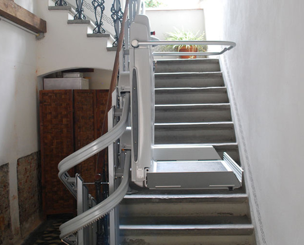 Curved Platform Lifts